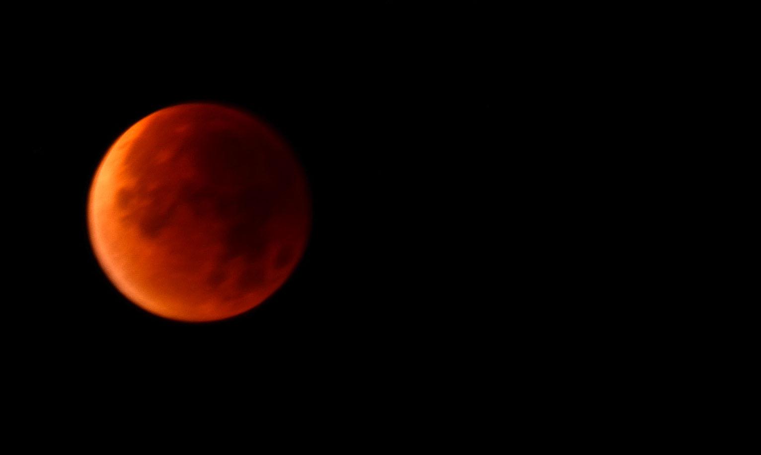 måne röd