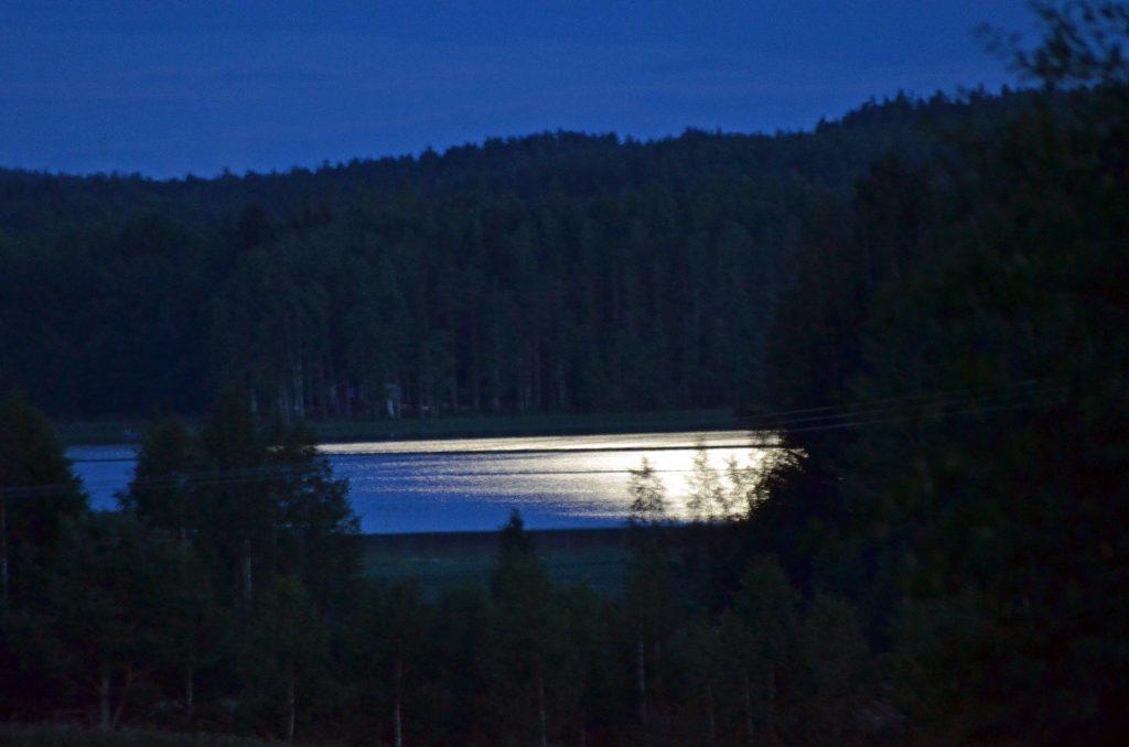 Månljus över Härnebosjön