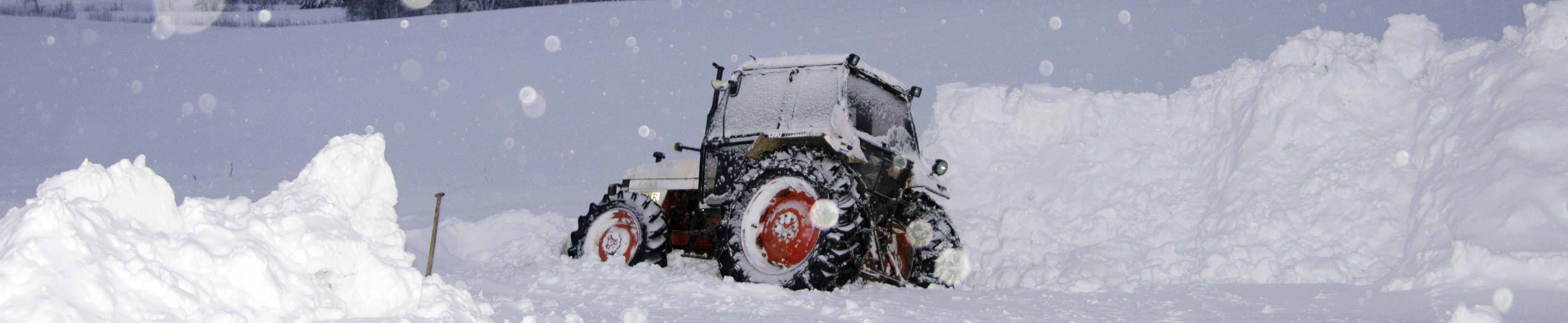 Traktor i diket..